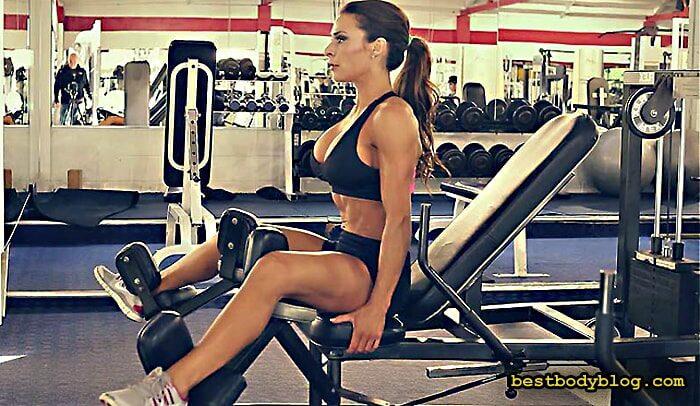 Тренировка для девушек в тренажерном зале | Сведение ног в тренажере