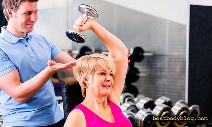 Разгибание руки с гантелью из-за головы | Крайне опасное упражнение для локтевого сустава