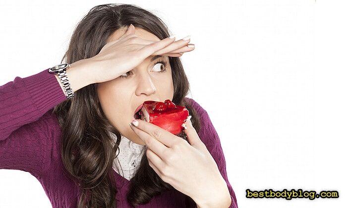 Отказ от сладкого женщины переносят довольно болезненно