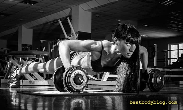 Тренування для жінок у тренажерній залі