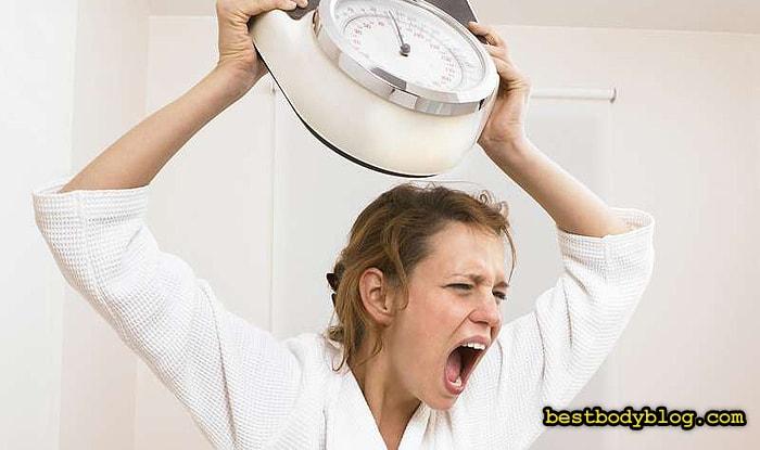 Спустя 2-3 недели низкоуглеводной диеты, процесс похудения замедляется