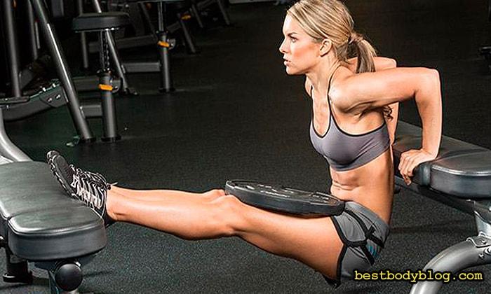 Отжимания от скамейки на трицепс делает руку толще во фронтальной позиции