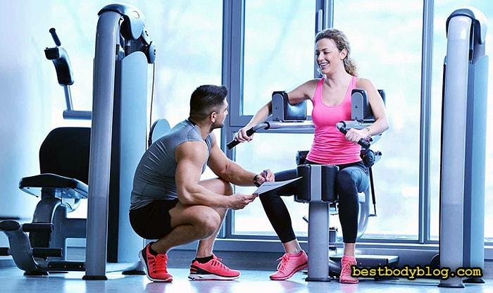 Новичку стоит начинать тренировки в тренажером зале с инструктором