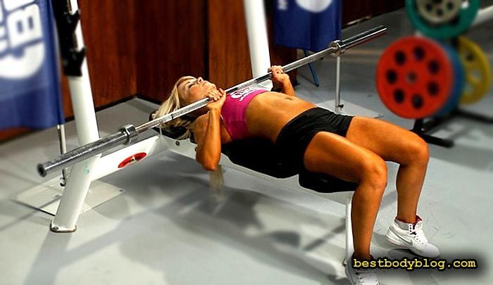 Упражнение для середины груди | Жим штанги лежа средним хватом