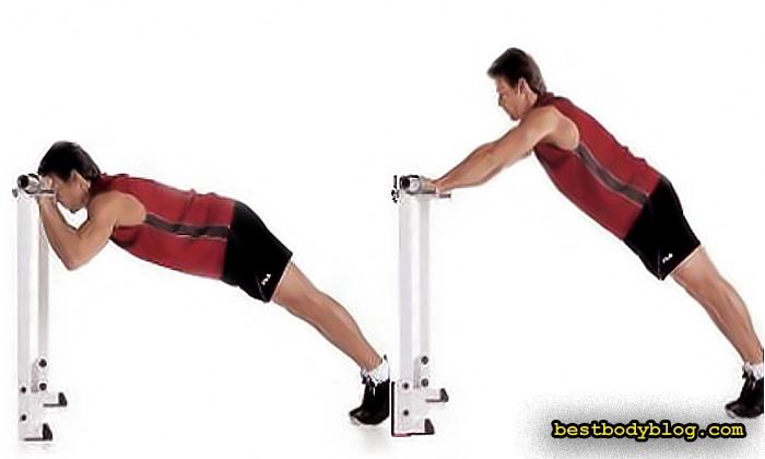 Необычные упражнения на трицепс. Отжимания от грифа