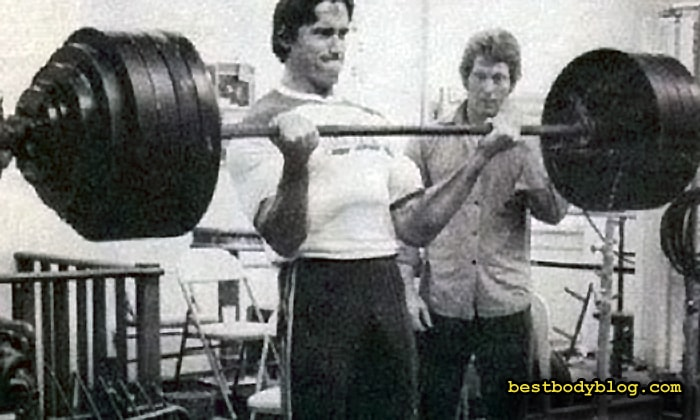 Арнольд Шварценеггер, тренировка бицепса