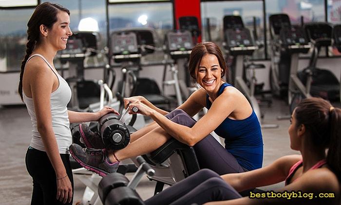 Приятное общение с подругами | Главная составляющая тренировки для женщин в тренажером зале