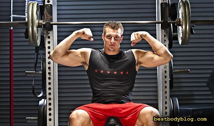 Комплекс упражнений на бицепс должен постоянно меняться, чтобы не дать мышцам привыкнуть к нагрузке