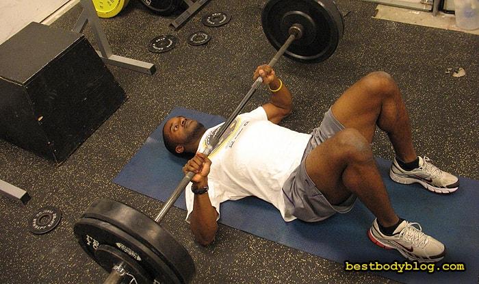 Лучшие упражнения на грудь | Жим штанги лежа на полу