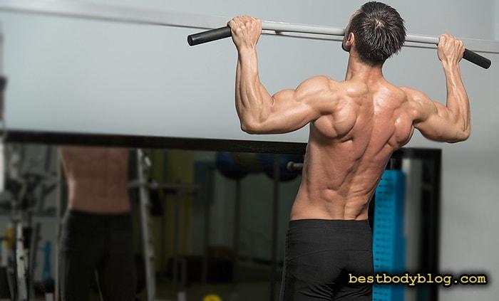Лучшие упражнения для спины на массу | Подтягивание на турнике широким хватом
