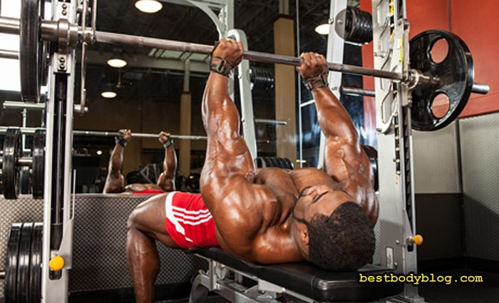 Лучшие упражнения на массу в тренажере Смита | Жим штанги узким хватом