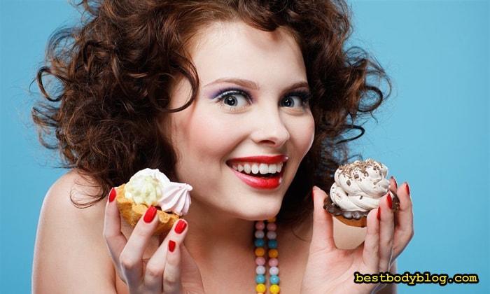 Из-за медленного метаболизма, есть сладкого женщинам нужно меньше