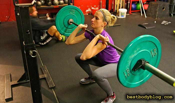Сила ромбовидных мышц спины определяет эффективность фронтальных приседаний