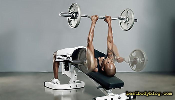 Упражнение для набора массы которого стоит избегать | Французский жим на обратнонаклонной скамье