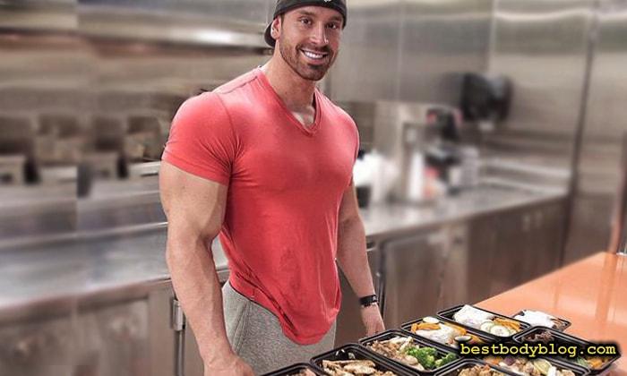 Частое питание небольшими порциями - ключ к сохранению мышечной массы
