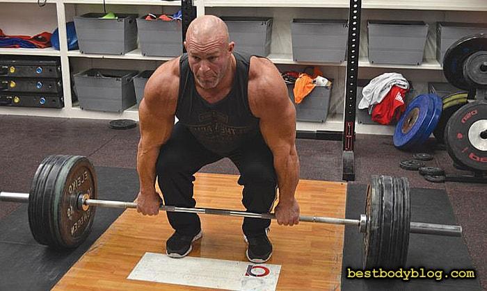 Становая тяга - ключевое, но очень опасное упражнение для набора массы