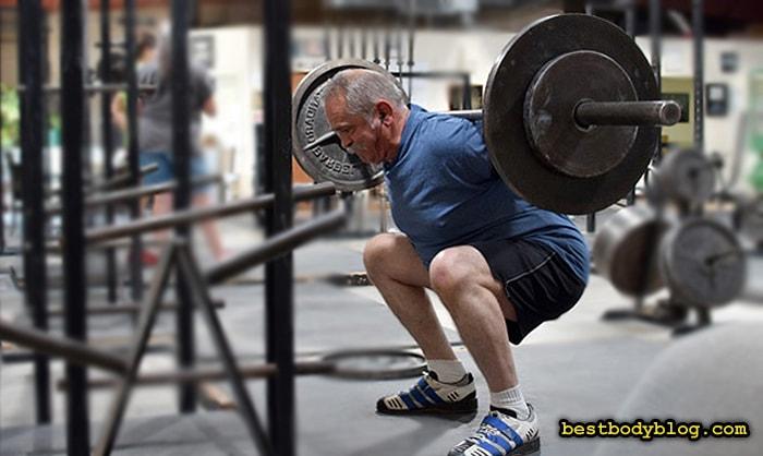 Приседания со штангой - лучшее упражнение для профилактики остеопороза