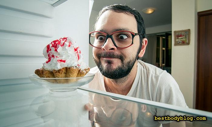 Отказ от сладкого - первый этап в борьбе с жировыми отложениями после 40