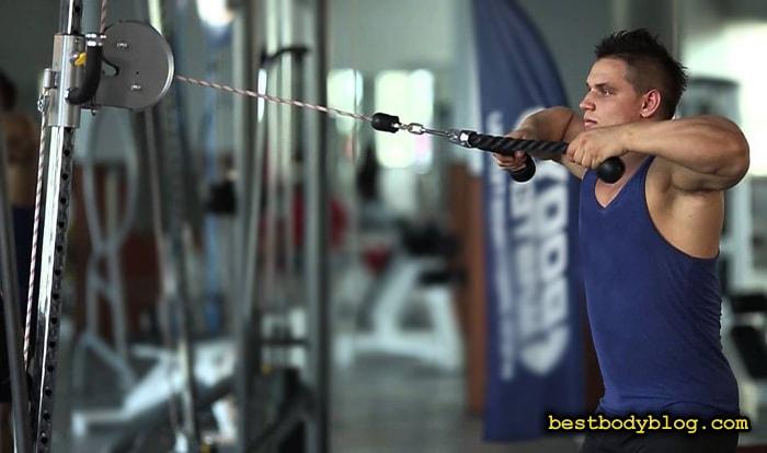 Горизонтальная тяга веревочной рукояти | Лучшее упражнение для плеч на массу