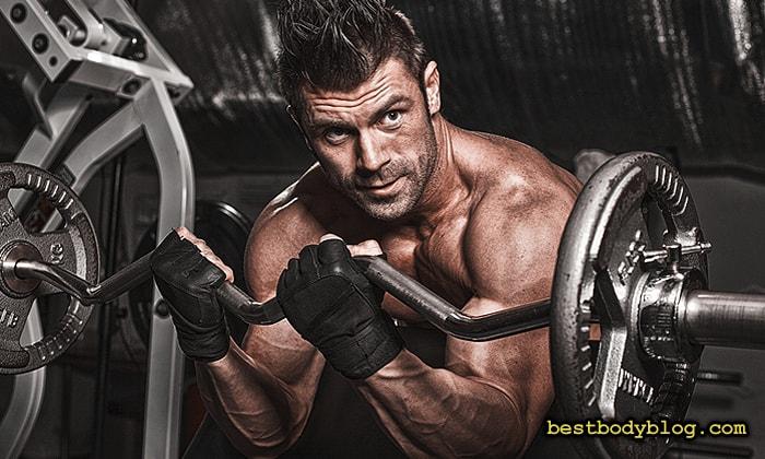 Лучшие упражнения на бицепс | Подъем штанги на бицепс на скамье Скотта