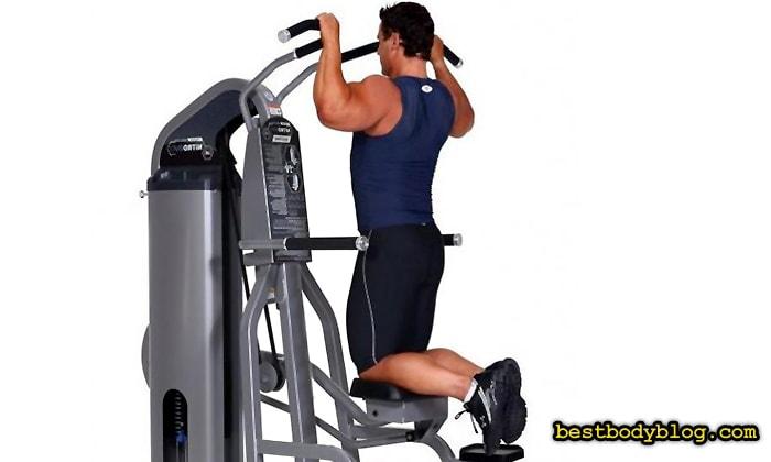 Лучшие упражнения на спину. Подтягивания в гравитроне