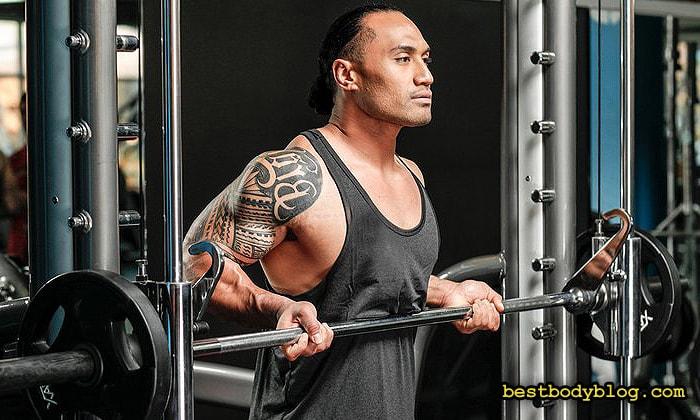 Подъем на бицепс в тренажере Смита | Идеальное упражнение для завершения тренировки бицепса