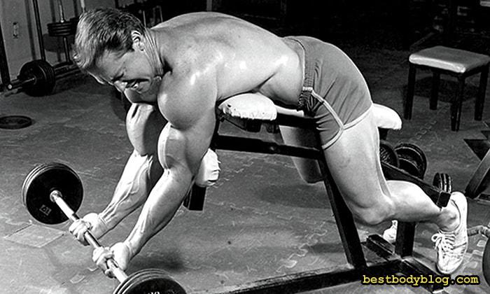 Ларри Скотт и его легендарная скамья для тренировки бицепса