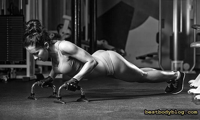 Упражнение на трицепс для девушки