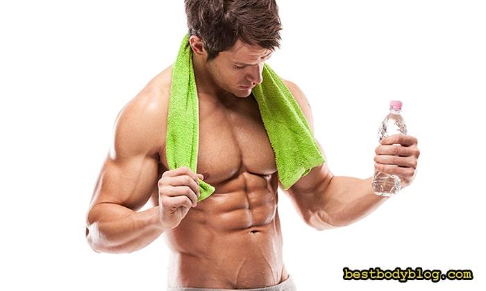 Пить воду во время тренировки можно, но баланс электролитов она не восстановит