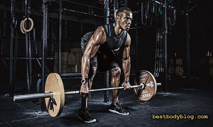 Выполнение становой тяги развивает силу спины, но ширины ей не придаёт