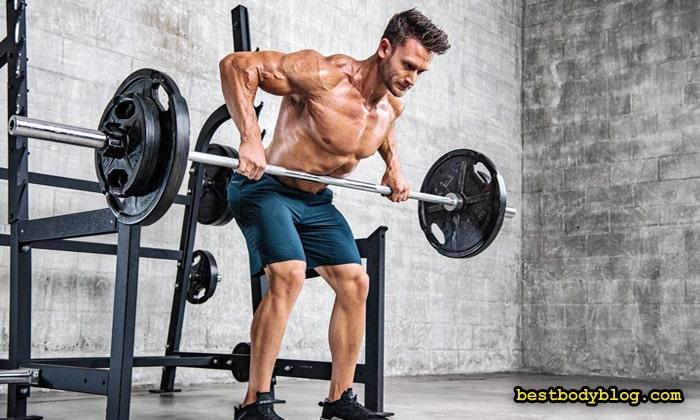 Тяга штанги к поясу в наклоне делает широчайшие мышцы толще