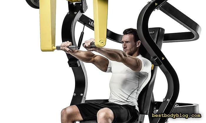 Упражнения на грудь в тренажере