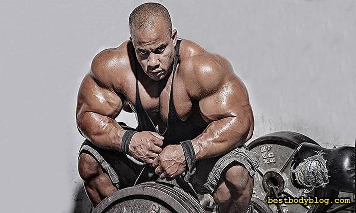 Профессионалы регулярно включают тягу т-грифа в свою программу тренировок