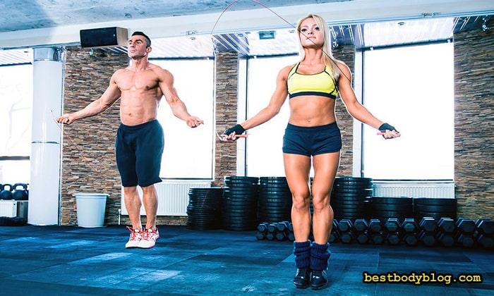 Расход калорий в прыжках на скакалке составляет до 1000 за час