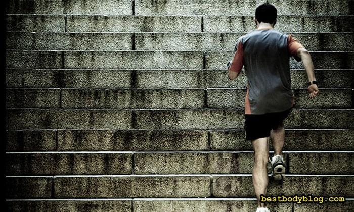 Расход калорий при подъёме по лестнице до 900 за час