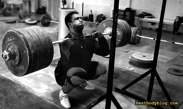 Передние приседания - главное упражнение для ног в тяжёлой атлетике