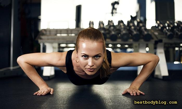 Тренировать грудь женщине нужно обязательно