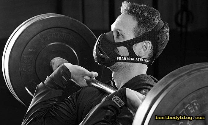 Люди в тренировочных масках всё чаще появляются в спортзалах