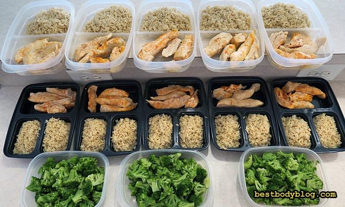 Питание на массу небольшими порциями позволяет не заплывать жиром