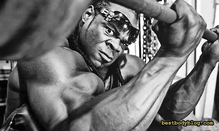Дроп-сет с изменением хвата помогает улучшить форму мышц