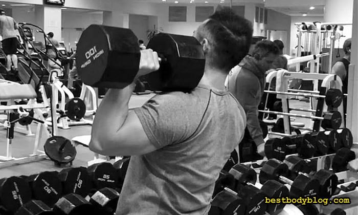 Упражнение на плечи в зале