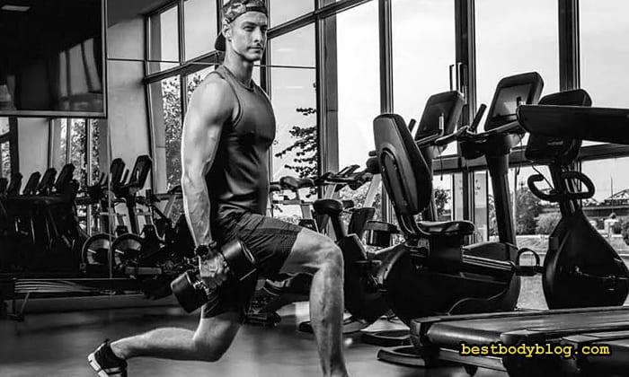 Упражнение с гантелями для ног