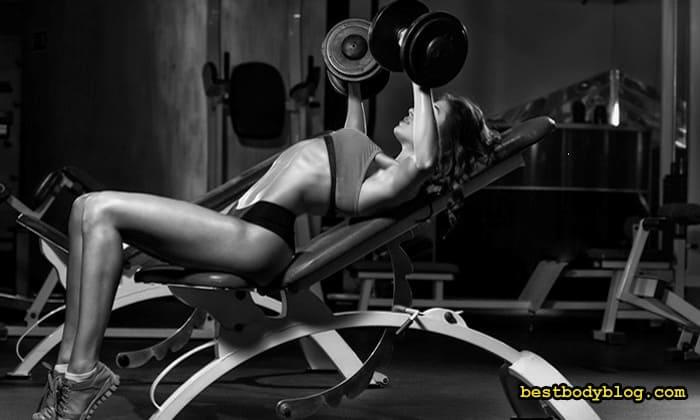 Вправи для жінки у тренажерній залі